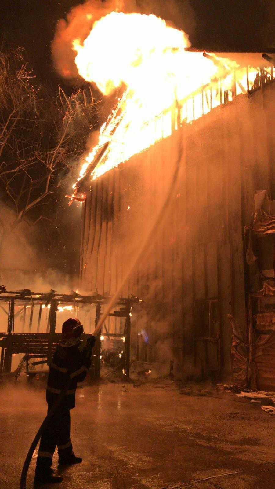 UPDATE   Incendiu la un azil bătrâni din București. Clădirea nu avea autorizație de securitate la incendiu. Se fac cercetări privind activitatea centrului (FOTO&VIDEO)
