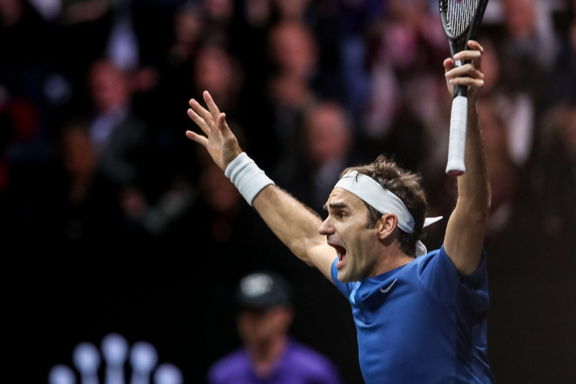 epa06224863 Switzerland's Roger Federer of the Team Europe celebrates after winning his match against Australia's Nick Kyrgios of the Team World during the Laver Cup tennis tournament in Prague, Czech Republic, 24 September 2017.  EPA-EFE/MARTIN DIVISEK