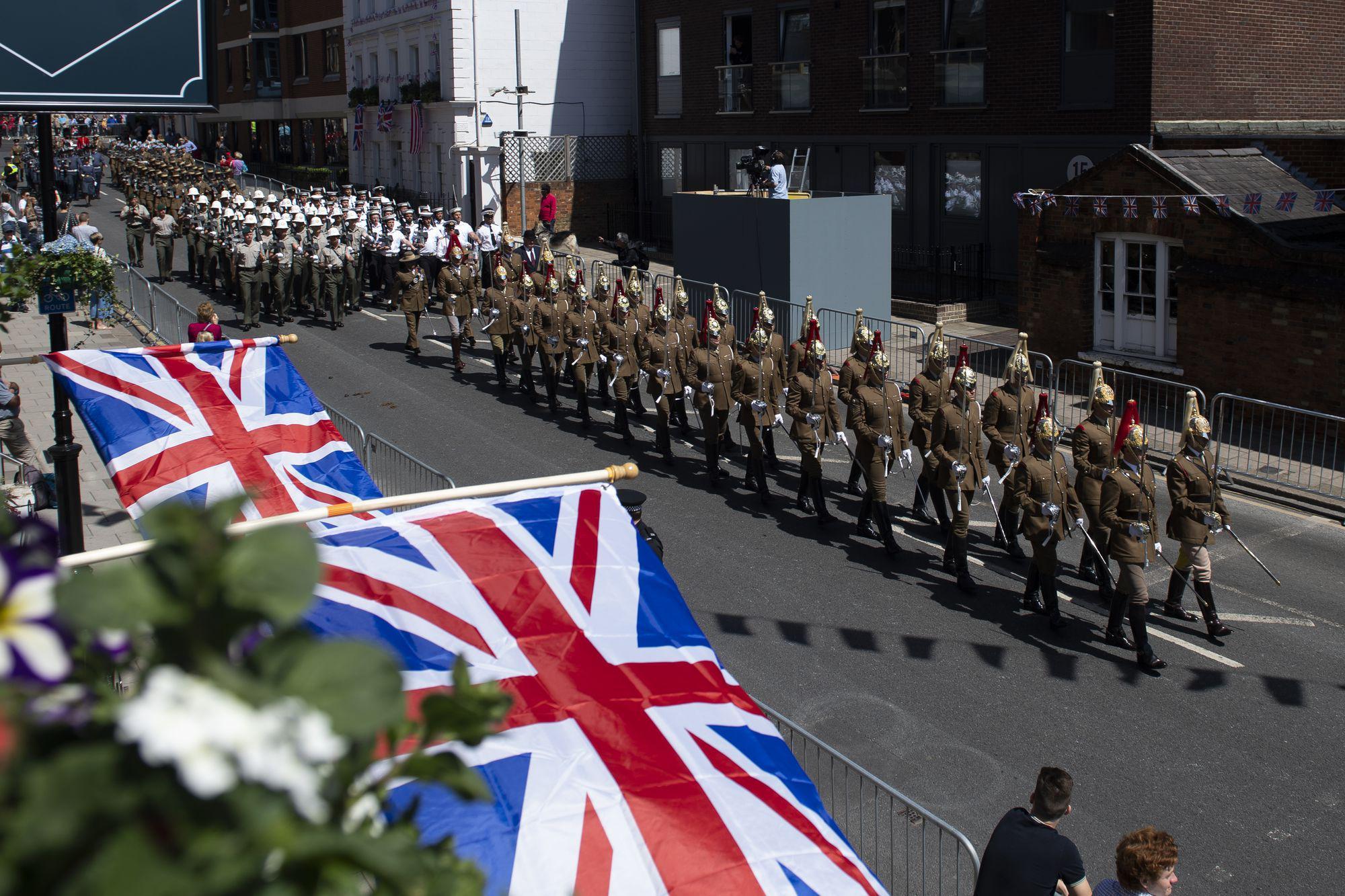 Windsor prepares for royal wedding of Prince Harry and Meghan Markle