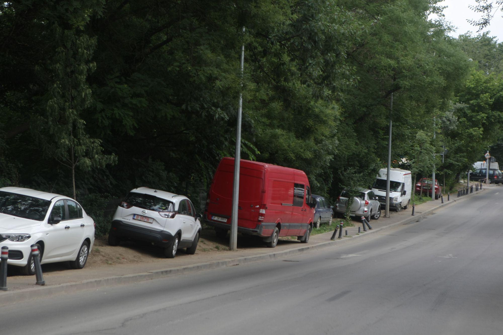 #salvatipipera | Noi măsuri în urma campaniei Libertatea: Primăria Sectorului 2 a montat garduri pentru a împiedica parcarea ilegală pe str. Gara Herăstrău