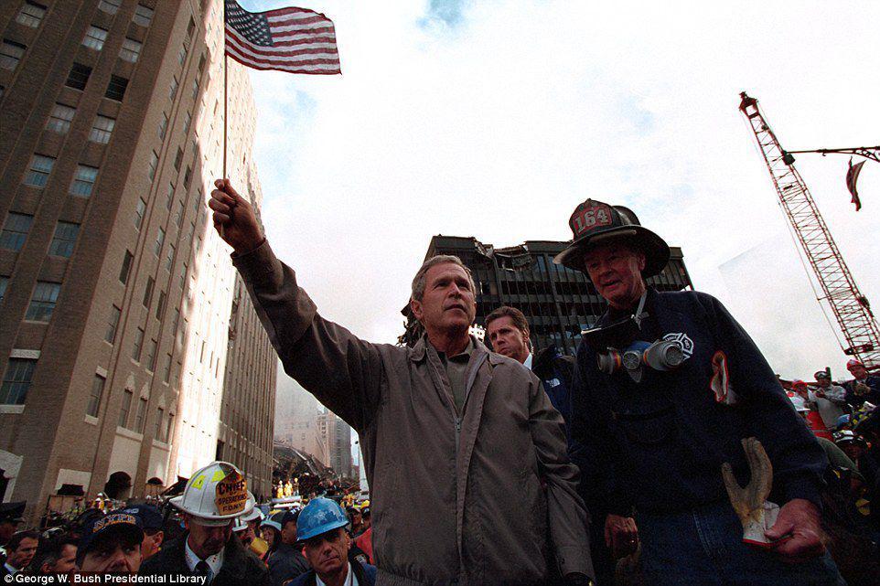 Imagini de colecție cu George W. Bush după atentatele teroriste din 11 septembrie 2001