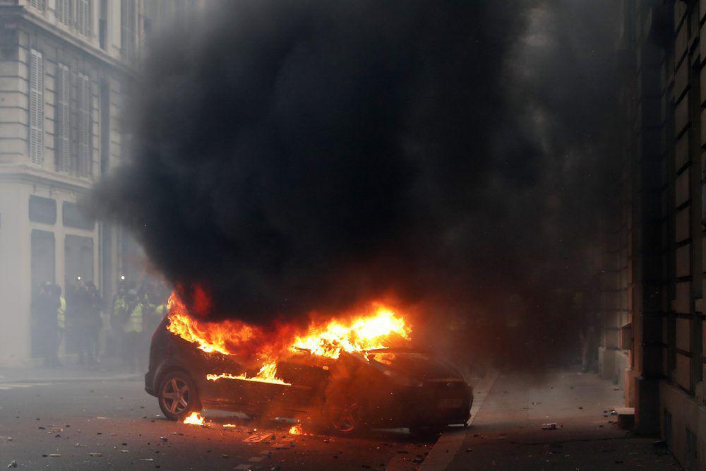 Protestul vestelor galbene de la Paris în imagini