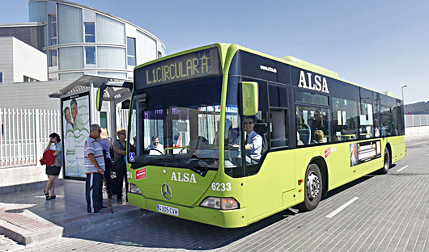 Autobuz din Madrid, oprit în staţie (foto: CRTM)