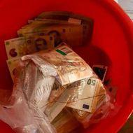 Scandal între DNA și MAI: Procurorii anticorupție, nemulțumiți că instituția lui Vela a anunțat înaintea lor mita de un milion de euro găsită în găleți