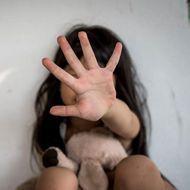 Cum a fost lăsat liber un bărbat care și-a violat fetița de 6 ani. S-a întors la casa victimei la o zi după eliberare, iar același judecător a refuzat arestarea preventivă