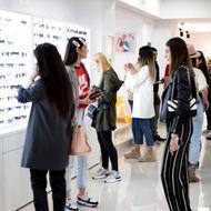 Acuzații grave la adresa firmei Lensa, cel mai mare magazin de optică din România. Mai mulți angajați susțin că au ascuns cazuri de COVID-19, ca să nu piardă clienți