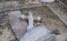 100 de morminte din Cimitirul Lipovenesc au fost vandalizate de mai mulți tineri
