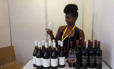O antreprenoare din Africa a transformat sfecla în vin roșu. Băutura a devenit celebră și în Europa