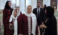 Premierul Viorica Dăncila și-a pus văl islamic atunci când a vizitat o moschee. Imagini inedite