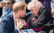Motivul pentru care Harry a îngenuncheat în fața unei bătrâne