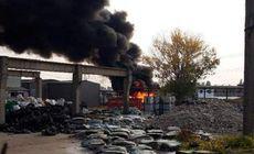 Incendiu puternic la un depozit de mase plastice din Județul Prahova