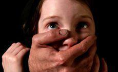Detalii cutremurătoare din interiorul unei rețele de pedofili. Zeci de copile au fost abuzate