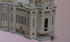 Două lucrări despre Catedrala Mântuirii Neamului au stârnit mâhnirea preoților din Timișoara. Tabloul cu un Diavol la ușa catedralei, dat jos de pe un perete al Memorialului Revoluției