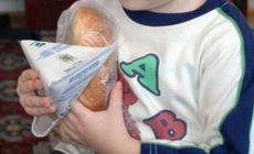 Un copil de patru ani din Vaslui a refuzat să-și cumpere un corn. Motivul e sfâșietor