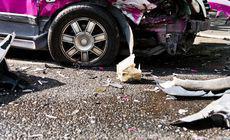 O femeie a fost jefuită în timp ce zăcea paralizată între fiarele mașinii cu care făcuse accident