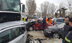 Un şofer de TIR a distrus zece mașini într-o parcare din Iași. Era mort de beat