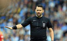 """Arbitru englez, suspendat pentru că a folosit jocul """"piatră, foarfecă, hârtie"""" pentru a stabili cine va avea lovitura de începere a meciului"""