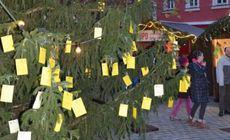 Pomul de Crăciun va rămâne fără dorințele agățate de copii din cauza GDPR. Orașul unde se întâmplă asta