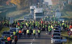 Scumpirea benzinei a dus la morți și răniți în Franța. Mișcarea vestelor galbene a blocat traficul