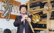 A murit fondatorul primei fanfare pentru copii din România. Profesorul s-a prăbușit în sala de repetiții