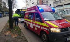 Un bărbat din Iași și-a rupt mâna în autobuz, din cauza unei frâne bruște