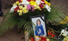 Slujbă de pomenire pentru Irina Airinei, jardarmerița ucisă în Suceava. Zona accidentului a devenit loc de pelerinaj / FOTO