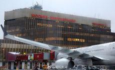 Un bărbat a fost lovit de un avion pe aeroportul din Moscova. Ce decizie au luat piloții