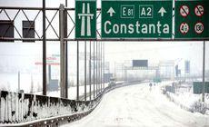 Circulaţia este îngreunată pe A2, luni, din cauza ploii îngheţate. Care sunt recomandările polițiștilor pentru șoferi