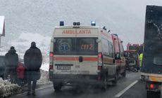Plan roşu de intervenţie, în urma unui accident pe DN7, în localitatea Boița. Traficul este blocat