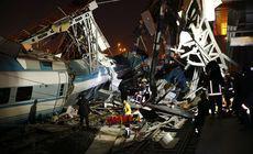 UPDATE/ Grav accident feroviar în Turcia! Bilanțul tragediei a urcat la 9 morți și peste 46 de răniți, după ce două trenuri s-au ciocnit! (FOTO)