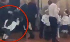 VIDEO | Două mame s-au luat la bătaie în fața copiilor, în timpul serbării de Crăciun. De la ce a pornit scandalul
