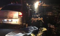 O șoferiță s-a răsturnat cu mașina pe câmp! Nu ea a fost de vină