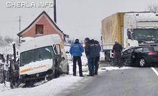 O mașină a intrat sub un TIR, în Maramureș. Un mort și cinci răniți |FOTO