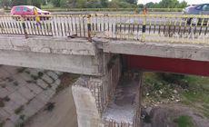 Podul de la Adunații Copăceni, în pericol de prăbușire. Mii de mașinii îl traversează în fiecare zi / FOTO&VIDEO