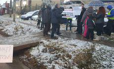 Protestul cu sicriu de copil, pe trecerea de pietoni unde a paralizat Ana Maria Tănasă