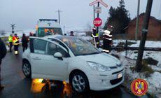 Maşină lovită de tren, într-o comună din judetul Vaslui. Două persoane au fost rănite