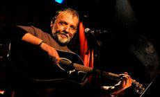 Adrian Berinde a murit. Cântărețul se lupta de mai mult timp cu cancerul