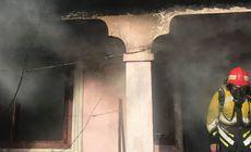 FOTO&VIDEO/ Un băiețel de trei ani a fost găsit carbonizat în casă, iar fratele său de 9 luni a suferit arsuri grave. Copiii fuseseră lăsați singuri în casă