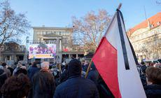 GALERIE FOTO: Zeci de mii de oameni l-au condus pe ultimul drum pe primarul din Gdansk, înjunghiat pe scenă, în timpul unui eveniment
