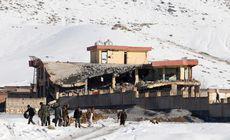 FOTO | Peste 100 de de morți în Afganistan, în urma unui atac cu mașină capcană într-o unitate militară