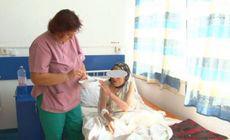 S-au dus să-şi ia mama moartă acasă şi au găsit-o în spital, unde o asistentă o hrănea cu linguriţa