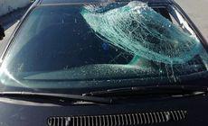 Șofer rănit de o bucată de gheață trecută prin parbriz, la Bihor. Polițiștii caută un TIR