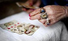 Un pensionar din Curtea de Argeș a rămas fără portofel după ce o ghicitoare a vrut să-i prezică viitorul. Ceva neașteptat s-a întâmplat după furt / VIDEO