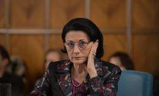 """Ecaterina Andronescu a propus înființarea de clase separate pentru elevii cu nevoi speciale. """"Este una dintre cele mai revoltătoare iniţiative. Doar pentru asta şi merită o moţiune!"""""""
