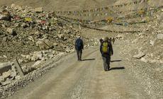 Sute de cadavre au apărut brusc pe muntele Everest. Care este motivul