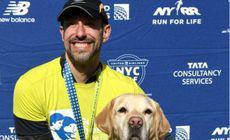 VIDEO | Un alergător nevăzător a făcut istorie. Bărbatul a terminat semimaratonul de la New York asistat exclusiv de câini ghizi