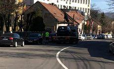 Mașini ridicate în Cluj și mutate pe cealaltă parte a drumului. Cum s-a ajuns în situația complet inedită