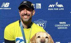 Nevăzătorul Thomas Panek a terminat semimaratonul de la New York cu ajutorul ghizilor canini