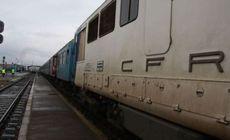 O fată a sărit din tren, la Iași. La scurt timp s-a aruncat și iubitul ei