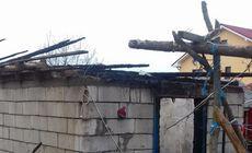 Un bărbat din Neamț și-a dat foc la casă după o ceartă cu fiica lui. Individul a fost reținut |FOTO